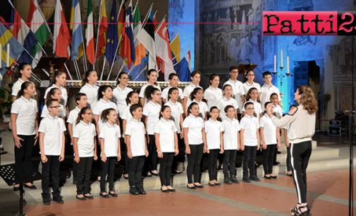 """BARCELLONA P.G. – """"I Piccoli Cantori"""" in concerto al Teatro Mandanici per festeggiare il prestigioso risultato ottenuto ad Arezzo"""
