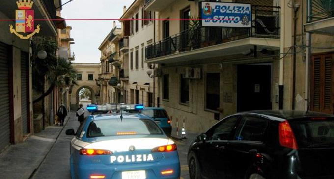 SANT'AGATA MILITELLO – Chiamato a riparare una maniglia ruba monili e preziosi. Arrestato artigiano 48enne