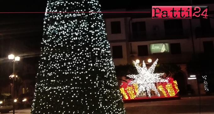 """CAPO D'ORLANDO – Addobbi di Natale, il Sindaco: """"Bravi i commercianti di Piazza Longo, spero che altri seguano l'esempio"""""""