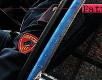 MESSINA – Intento a rovistare in un auto appena forzata non si è nemmeno accorto dell'arrivo dei poliziotti. Arrestato