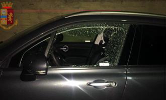 MESSINA – Sorpresi stanotte a smontare parti di un'auto all'interno di un condominio. Arrestati