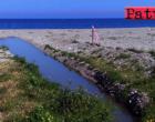 PATTI – Si può parlare di turismo quando la fogna scarica a cielo aperto sulla spiaggia ?