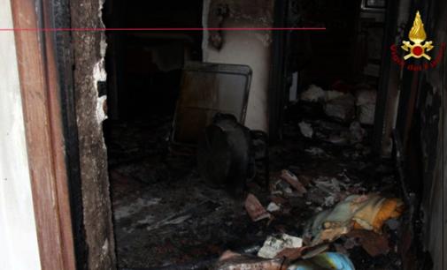 BARCELLONA P.G. – Incendio bombola in appartamento, donna in ospedale. Precauzionalmente non agibili tre unità immobiliari.