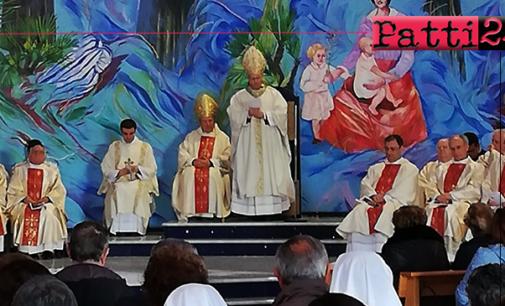 """PATTI – Nella Concattedrale """"Santi Martiri del XX secolo"""", il vescovo monsignor Guglielmo Giombanco ha presieduto la messa crismale del Giovedì Santo"""