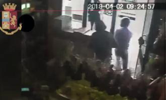MESSINA – Travisati e armati di coltello rapinano un biscottificio. 2 Arresti