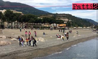 """PATTI – """"Let's clean up Europe"""". Sulla spiaggia di Marina di Patti coinvolti gli studenti degli istituti cittadini."""