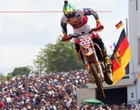 """MXGP – Tony Cairoli in difficoltà sul circuito di St.Jean d'Angely, in Francia. Tim Gajser si porta a soli 10 punti dal """"furetto""""."""