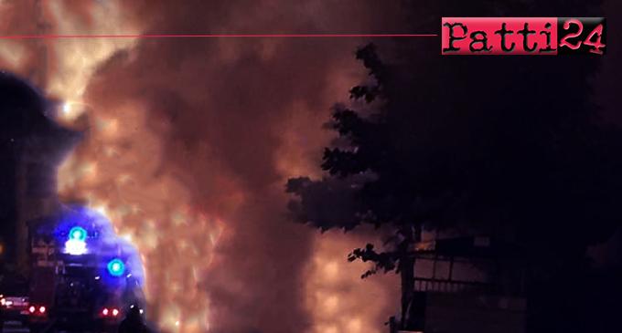 BARCELLONA P.G. – Ieri sera, tre auto sono state avvolte dalle fiamme.