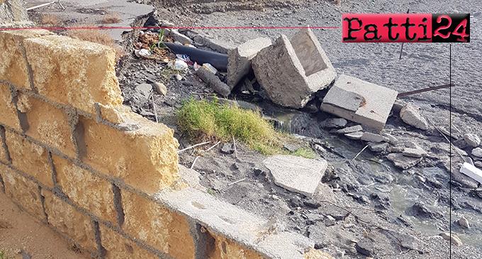 PATTI – In zona Playa scarico che lambisce la spiaggia di Mongiove. Risolto con un cartello di divieto di balneazione.