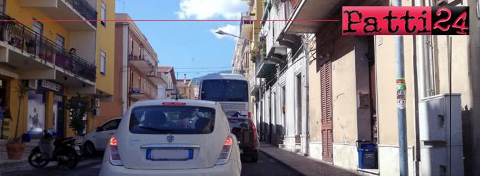 PATTI – Inciviltà degli automobilisti e mancati controlli rallentano il flusso veicolare in Corso Matteotti.