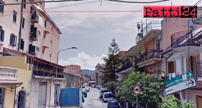 PATTI – Via Luca della Robbia. L'esperimento del doppio senso di circolazione si sta rivelando fallimentare.