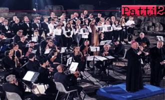 """TORREGROTTA –  Corale dell'istituto """"Dante Alighieri"""". Apprezzamenti per l'esibizione a Tindari."""