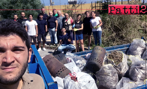 MESSINA – Volontari puliscono la villetta di Faro Superiore in Via Gaetano Micale, lasciata al degrado e all'incuria.