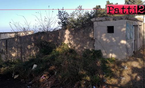 PATTI – Ex Arena Adriana di via Trieste… un abbandono ricoperto da rifiuti e fitta vegetazione.