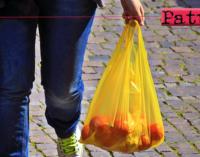 LIPARI – Da venerdì vietato uso e vendita di shopper e stoviglie in plastica.