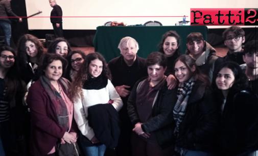 PATTI – Alunni del Liceo partecipano a incontro con don Luigi Ciotti