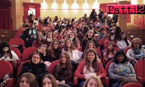 """PATTI – Alunni della """"Bellini"""" assistono a rappresentazioni teatrali in inglese e francese"""