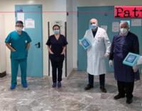 """MILAZZO – Il presidente Nastasi consegna dei tablet al reparto di pediatria del """"Fogliani""""."""