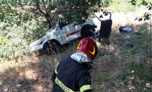 LIBRIZZI – Su strada sterrata perde il controllo della Jeep e scivola contro un albero. Soccorso dai Vigili del Fuoco.