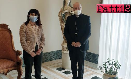PATTI – Nel palazzo vescovile, il nuovo Prefetto di Messina, dott.ssa Cosima Di Stani, ha incontrato il vescovo mons. Giombanco.