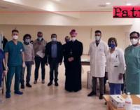 PATTI – Mons. Giombanco al centro vaccinale Salone Concattedrale in visita e non per somministrazione vaccino.