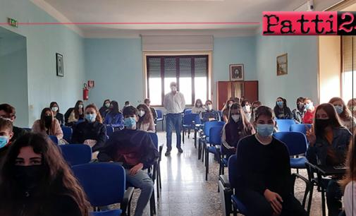 PATTI – Il prof. Giuseppe Saccone, genetista di fama internazionale, ha incontrato gli studenti del Liceo.