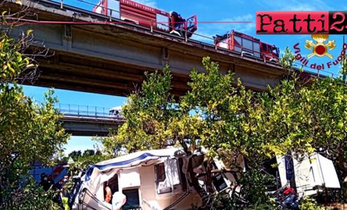 A20 – Auto con carrello trasportante mezzo nautico precipita dal viadotto nei pressi di Pace del Mela. Un morto e un ferito.