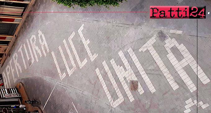 OLIVERI – Ultimati i lavori di riqualificazione di piazza Dante. Incise tre parole per ricordare Padre Luigi
