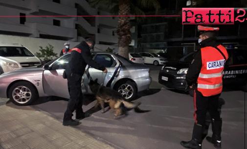 """BARCELLONA P.G. – Controlli nel centro cittadino del Longano e nell'hinterland. Il cane pastore """"King"""" fiuta l'odore di tracce di sostanze stupefacenti all'interno dell'auto. Arrestato 33enne"""