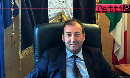 PATTI – Passaggio di consegne tra Mauro Aquino e il nuovo sindaco Gianluca Bonsignore.